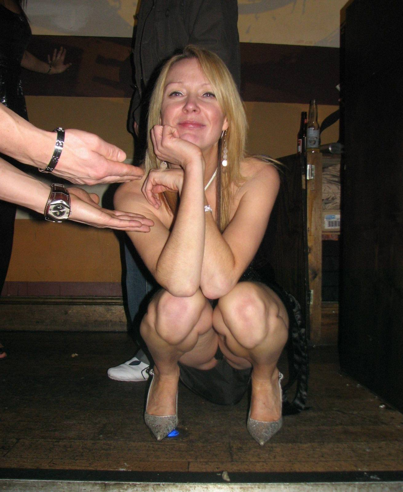 Сидячий upskirt телок девок в городе 9 фотография