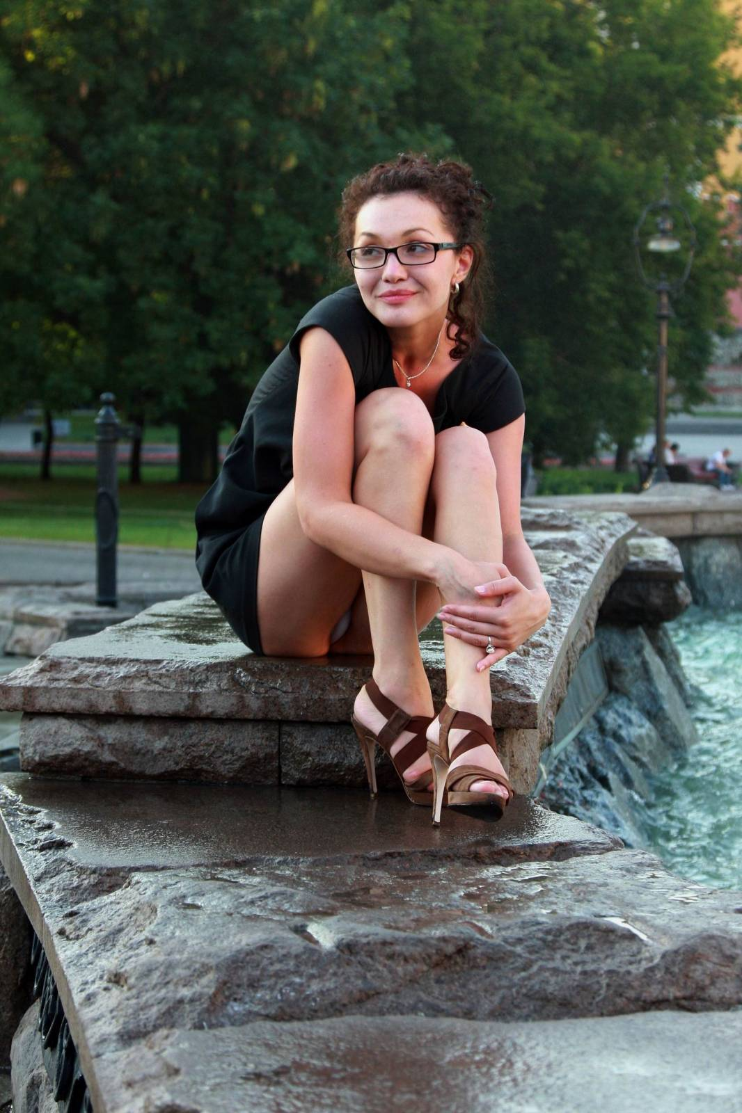 Сидячий upskirt телок девок в городе 18 фотография