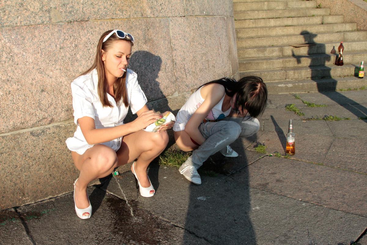 Пъяные девушки писают 14 фотография